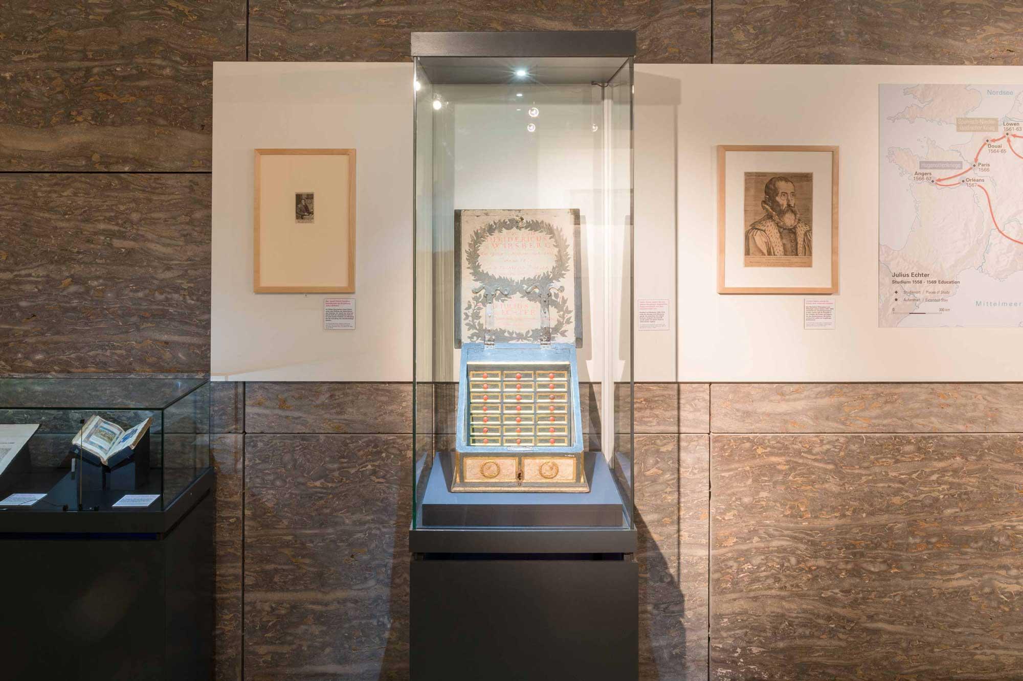 Ausstellungsgestaltung Julius Echter Büste des Bischofs