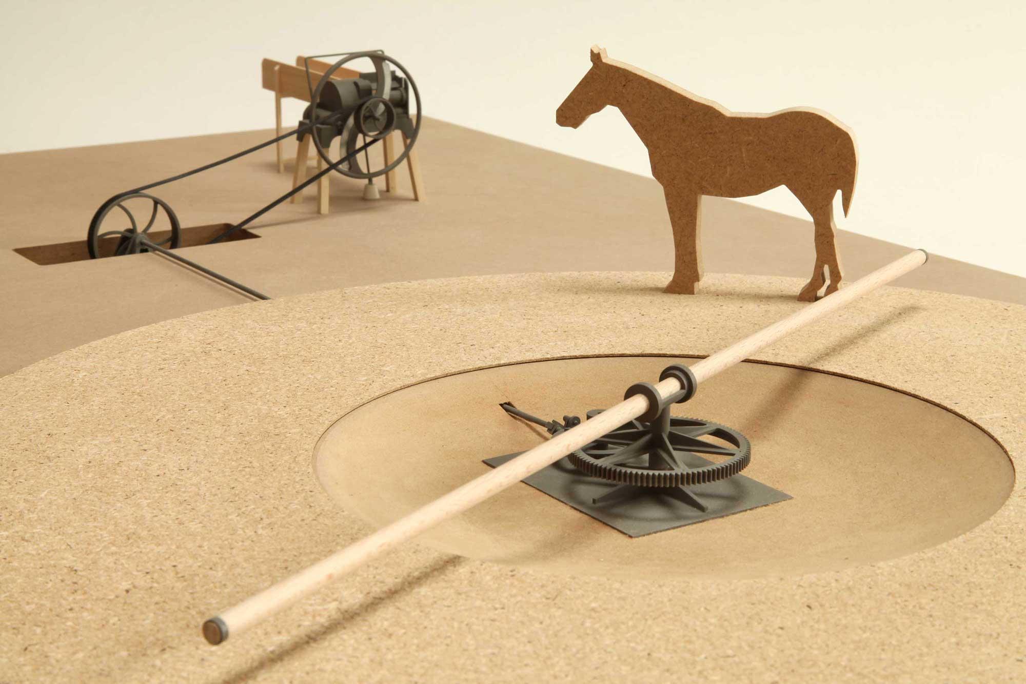 Modellszene mit Pferdegöpel und Häckselmaschine