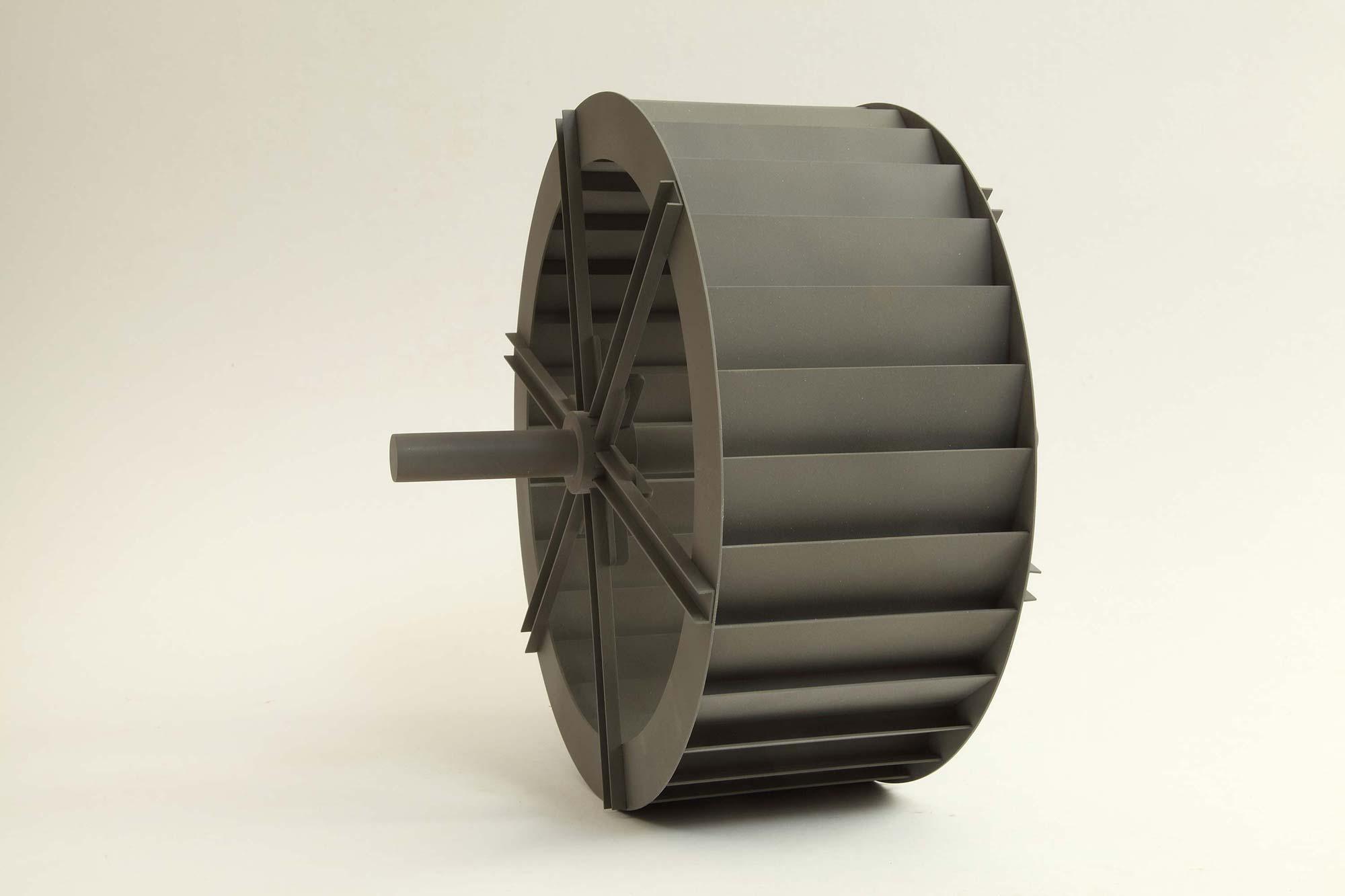 Modell eines stählernen Wasserrades