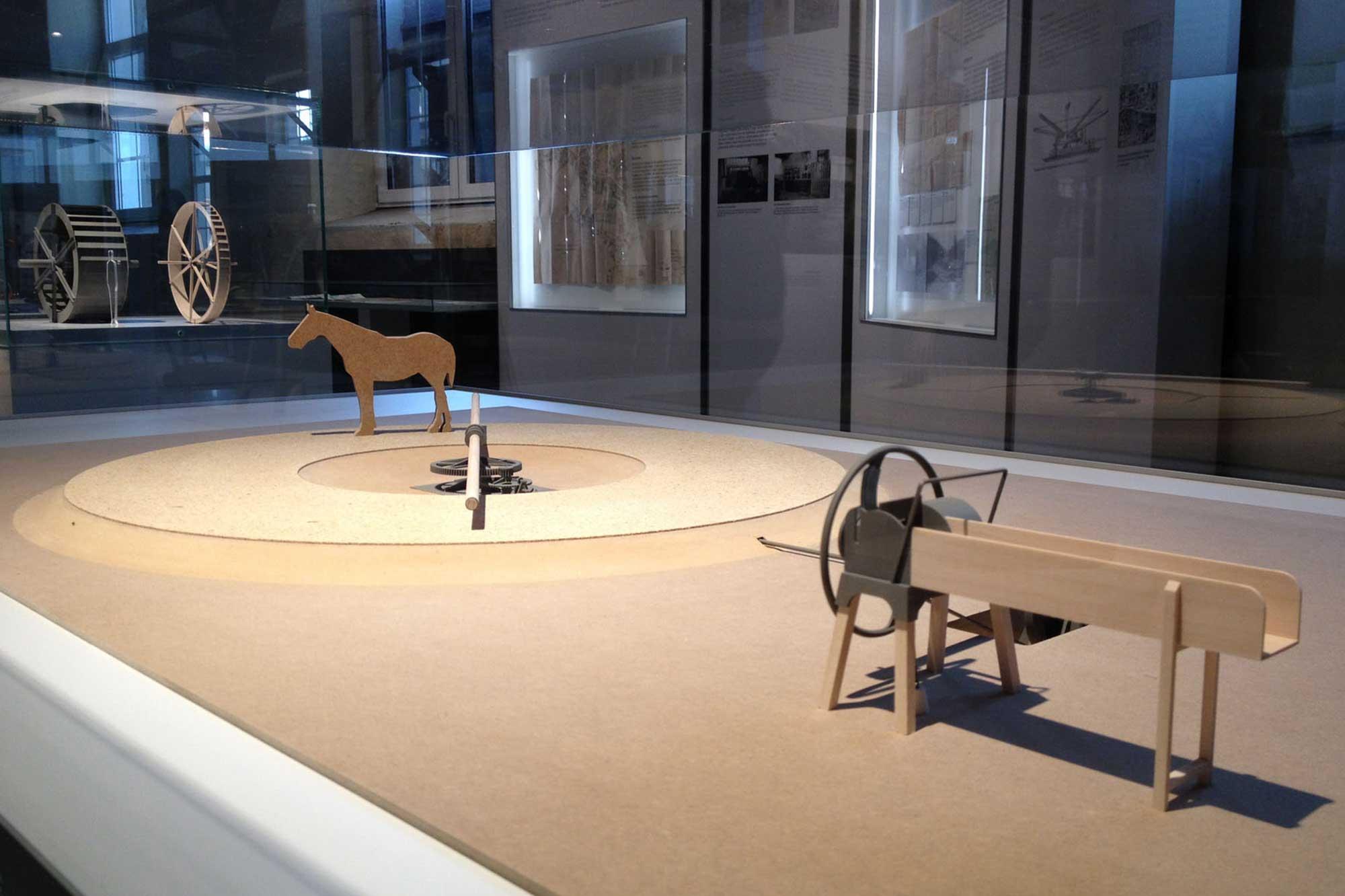 Modellszene im Kontext der Ausstellung