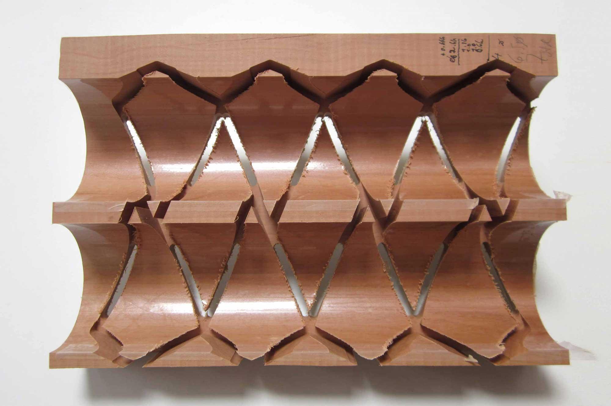Fräsen der Gewölbesegmente aus einem Massivholzblock