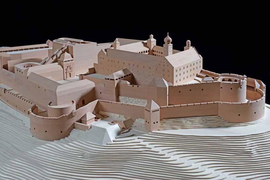 Anschauungsmodell aus Holz der Plassenburg Rekonstruktionsmodell