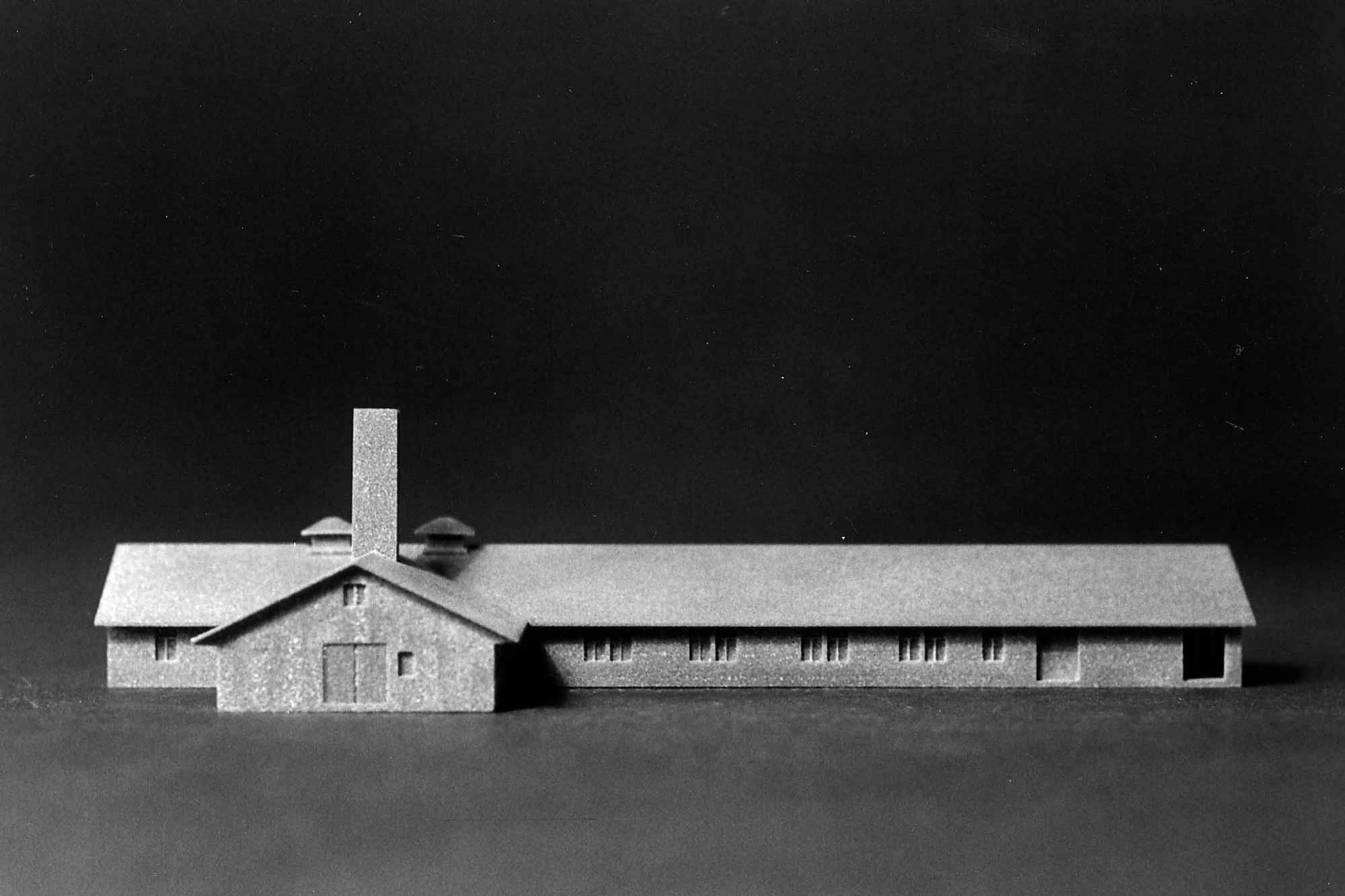 Verhör im Licht, Fotodokumentation Modell KZ Dachau, neues Krematorium