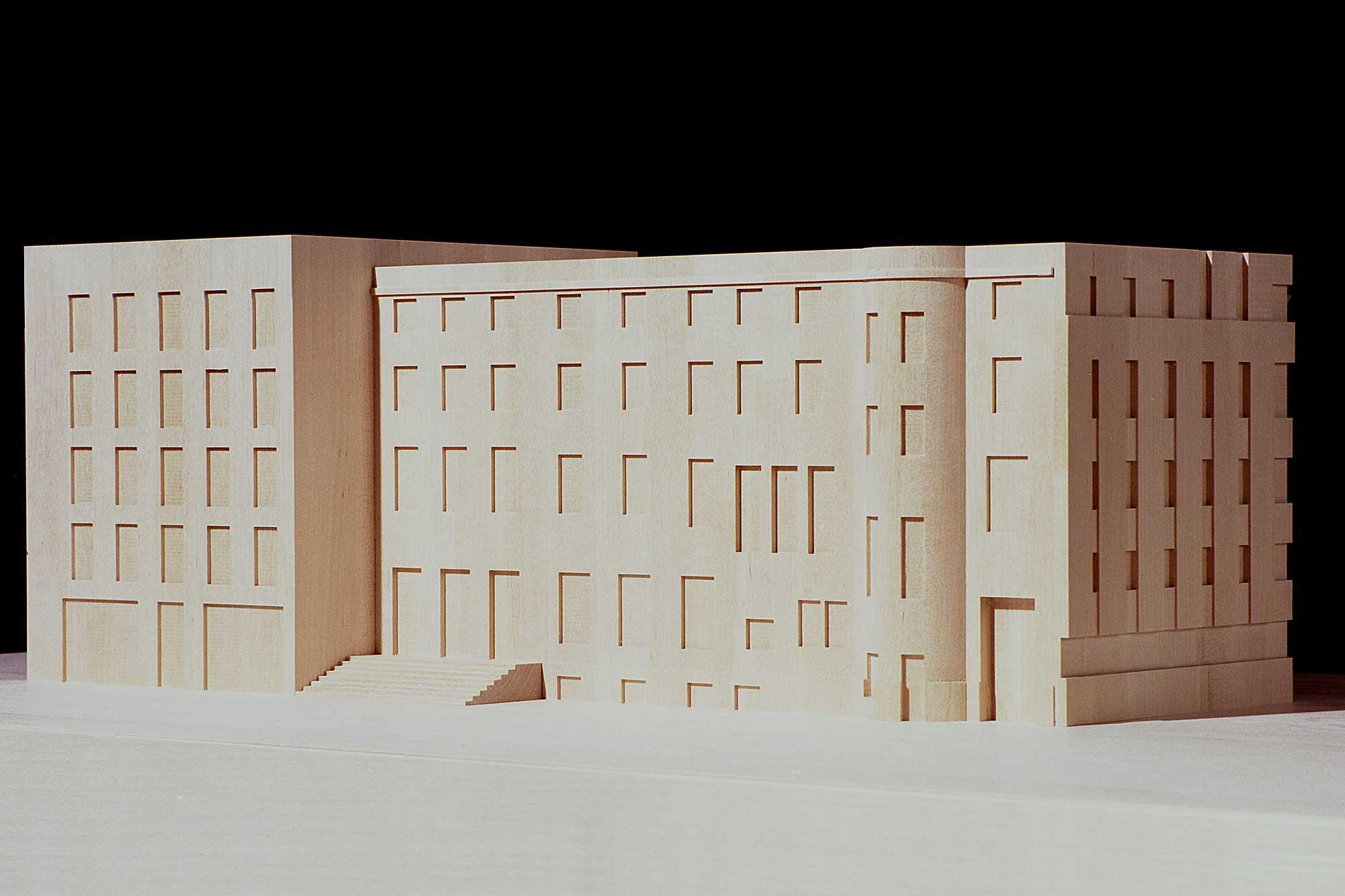 Rückseite des Modells des Altbaus der Schweizer Botschaft in Berlin